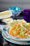 Salada de couve chinesa. Close-up. Fotografia de Stock