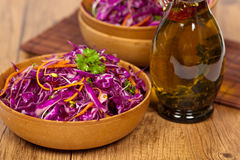 Salada de couve vermelha Fotos de Stock Royalty Free