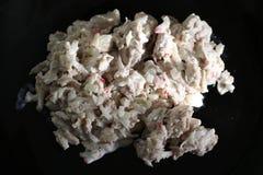 Salada de frango no lugar preto foto de stock royalty free