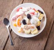 Salada de fruta com creme Fotos de Stock