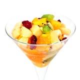 Salada de fruta em um vidro de martini isolado no branco Foto de Stock Royalty Free