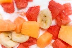 Salada de fruta fresca com leite imagens de stock royalty free
