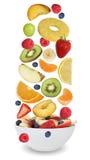 A salada de fruto com frutos gosta de maçãs, de laranjas, de banana e de strawbe Imagem de Stock Royalty Free