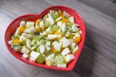 Salada de fruto em uma bacia Fotografia de Stock