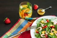 Salada de fruto fresca dos espinafres Imagem de Stock Royalty Free