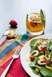 Salada de fruto fresca dos espinafres imagens de stock royalty free