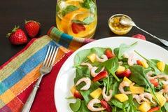 Salada de fruto fresca dos espinafres fotos de stock