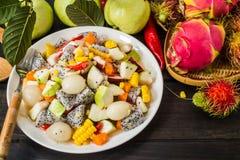 Salada de fruto misturada imagens de stock