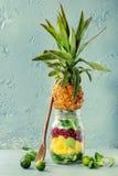 Salada de fruto no frasco de pedreiro Fotografia de Stock Royalty Free