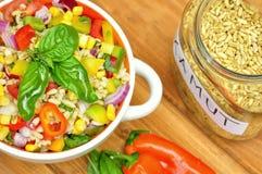 Salada de Kamut com os vegetais frescos, crus Foto de Stock Royalty Free