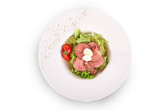 Salada de legumes frescos e de carne fotos de stock royalty free