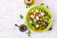 Salada de legumes frescos no estilo grego Menu dietético fotografia de stock