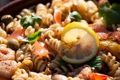 Salada de massa Salmon imagens de stock