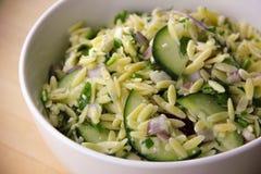 Salada de Orzo Fotos de Stock