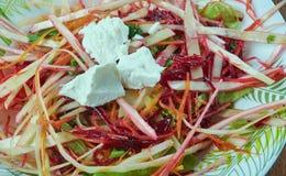 Salada de repolho com beterrabas imagem de stock royalty free