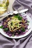Salada de repolho e maçã vermelhas da salada Fotografia de Stock Royalty Free