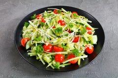 Salada de Risoni com brotos e vegetarianos Imagens de Stock