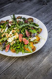 Salada de Rocket com pão roasted mussarela do figo Imagem de Stock