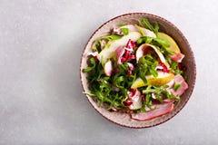 Salada de Rocket, de bacon e de pera Fotos de Stock