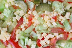 Salada de vegetais e do fundo desbastados do queijo Imagens de Stock