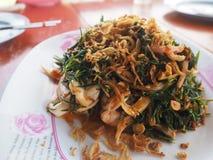 A salada deixa o maritima de Suaeda com os camarões, mariscos tailandeses fotos de stock royalty free