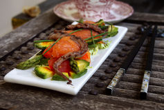 Salada delicada com um salmão, um calamar foto de stock royalty free