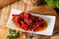 Salada deliciosa da pimenta com pimentas e tomates das cebolas Fotos de Stock Royalty Free