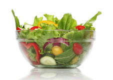 Salada deliciosa em uma bacia isolada Imagem de Stock Royalty Free