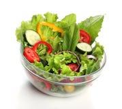 Salada deliciosa em uma bacia isolada Imagem de Stock