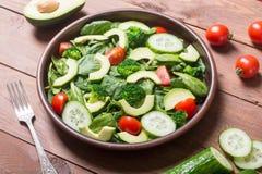 Salada do abacate com tomates Foto de Stock