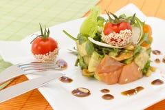 Salada do abacate e dos salmões Fotos de Stock Royalty Free