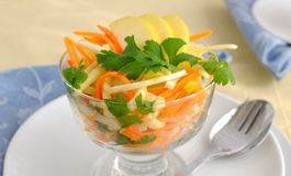 Salada do aipo com cenoura e maçã Imagem de Stock
