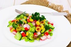 Salada do aipo, da vara do caranguejo, do pepino, de azeitonas verdes e de aneto Foto de Stock Royalty Free