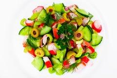 Salada do aipo, da vara do caranguejo, do pepino, de azeitonas verdes e de aneto Foto de Stock