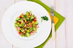 Salada do aipo, da vara do caranguejo, do pepino, do milho e do aneto Foto de Stock