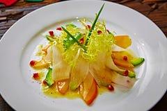 Salada do aipo, do abacate e do caqui com verdes Imagem de Stock