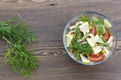 Salada do calamar, de legumes frescos e de ervas cozinhados Foto de Stock Royalty Free