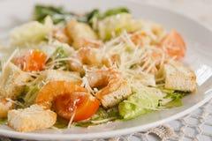 Salada do camarão com pão torrado Foto de Stock Royalty Free