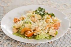 Salada do camarão com pão torrado Imagens de Stock Royalty Free