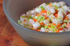 Salada do camarão em uma bacia Foto de Stock Royalty Free