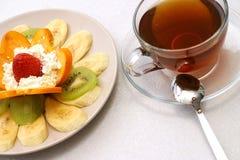 Salada do chá e de fruta Fotografia de Stock Royalty Free