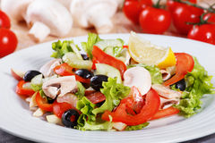 Salada do legume fresco na tabela de madeira Imagem de Stock Royalty Free