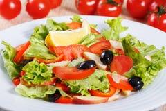Salada do legume fresco na tabela de madeira Fotografia de Stock Royalty Free