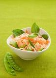 Salada do macarronete do camarão fotos de stock royalty free