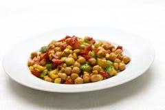 Salada do Oriente Médio do grão-de-bico foto de stock royalty free