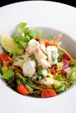 Salada do polvo com alface e batatas da fatia do limão Imagem de Stock