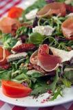 Salada do queijo do brie com presunto imagem de stock royalty free