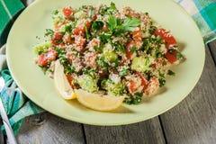 Salada do taboulé com cuscuz foto de stock royalty free