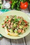 Salada do taboulé com cuscuz imagem de stock