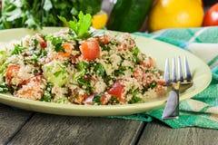 Salada do taboulé com cuscuz imagens de stock royalty free